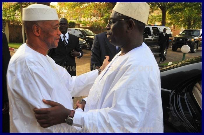 Le président de la République, Macky Sall, a rendu visite à l'ex-président du Mali, Amadou Toumani Touré (PHOTOS)