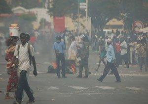 Alerte de dernière minute: Plus d'une centaine de thiantacounes postés devant la brigade de gendarmerie de Thiès pour faire libérer Cheikh Béthio.
