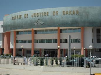 Dernière minute : la grande mobilisation au palais de Justice pour soutenir Barthélémy Dias.