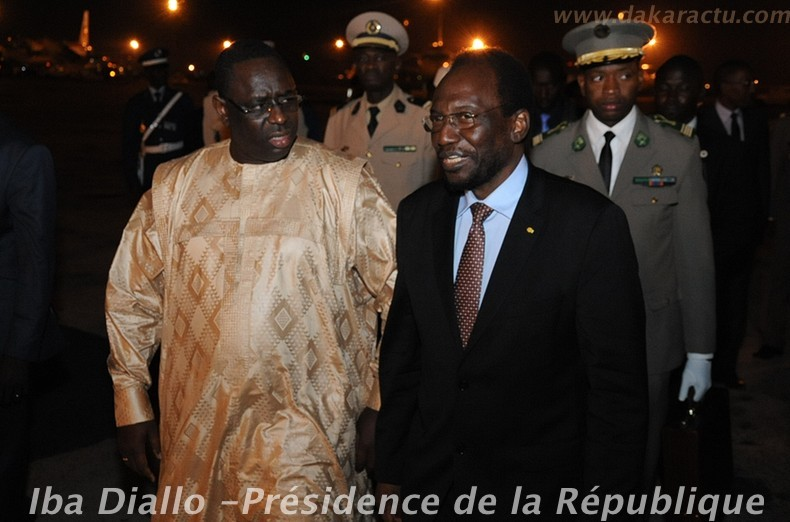 Voici les images de l'arrivée hier à Dakar de John Atta Mills du Ghana, de Dioncounda Traoré du Mali accompagné de son Premier ministre, Cheikh Modibo Diarra