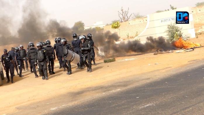 BAMBEY / Affrontements à l'université- Sept agents du GMI blessés dont l'un avec fracture de la main gauche.
