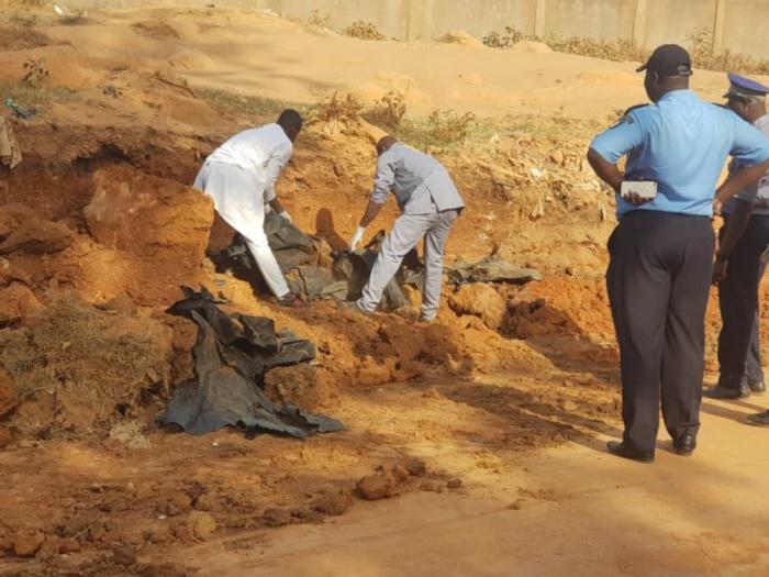 Côte d'Ivoire : Découverte d'une fosse commune contenant 20 corps.