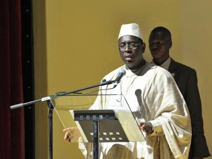 Macky Sall et Ousmane Ngom en aparté après la prière du vendredi à Mermoz.