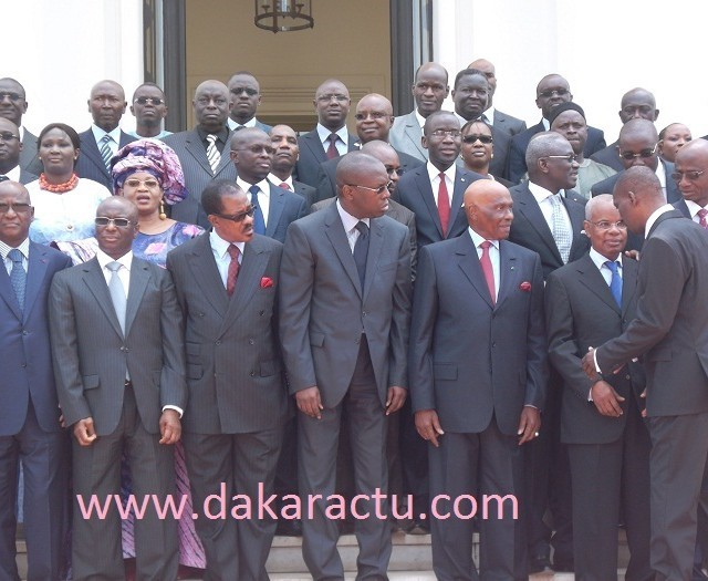 Ces anciens ministres du régime sortant qui gardent encore leurs privilèges.
