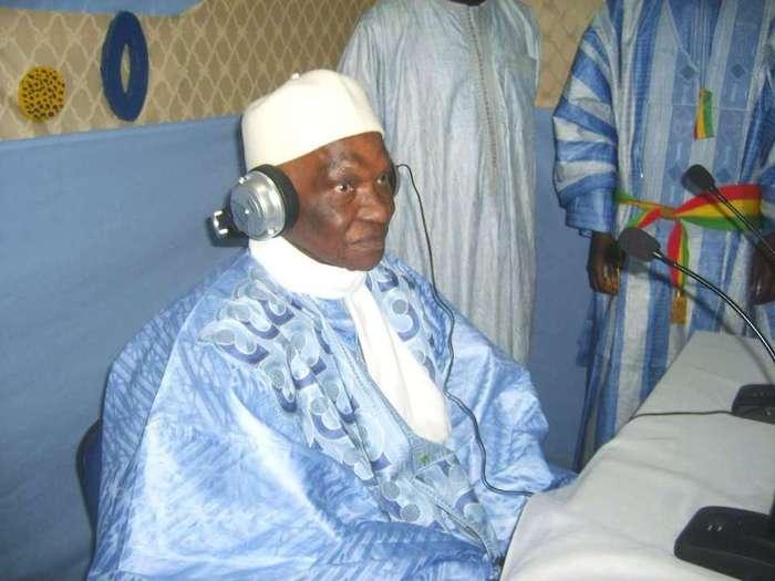 Abdoulaye Wade a-t-il été bloqué 6 heures à l'aéroport de Dakar ? (Par Cheikh Yérim Seck)
