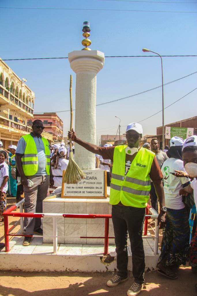 Cleaning day : Mamadou Kassé réhabilite le monument Hady Aidara de Tambacounda ( IMAGES )