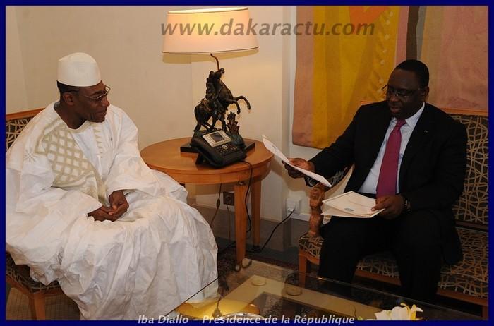 Son Excellence l'ambassadeur du Mali  remettant ses lettres de créances au Président Macky Sall
