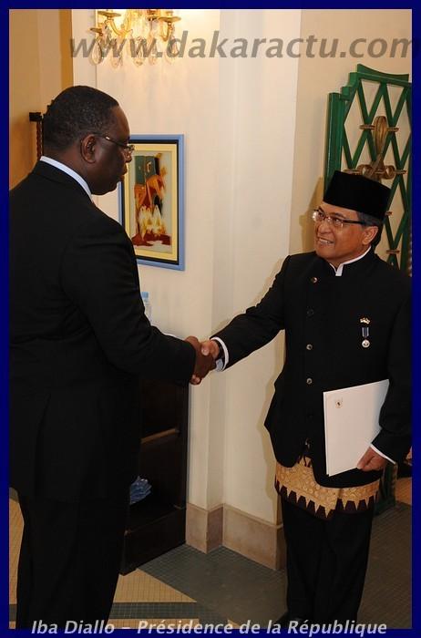 Son Excellence l'ambassadeur de l'Indonésie remettant ses lettres de créances au Président Macky Sall