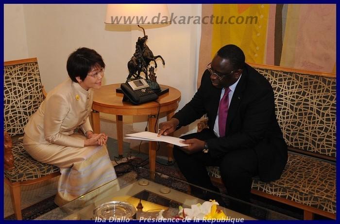 Le Président de la République avec  Mme l'Ambassadeur de Thaïlande au Sénégal