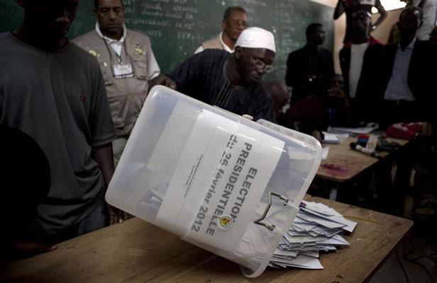 Le rapport général de l'élection présidentielle entre les mains de Macky Sall
