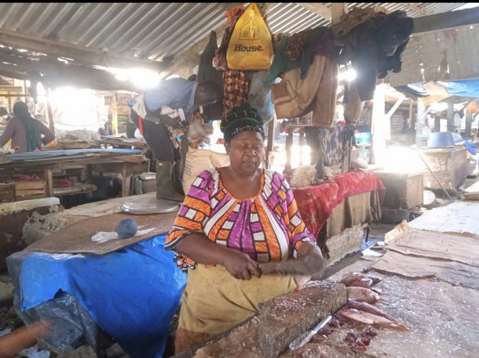 Coronavirus / Face à un marché infecté par le Covid-19 : L'attente désespérée de clients 'fantômes' envahit les commerçants... (Reportage)