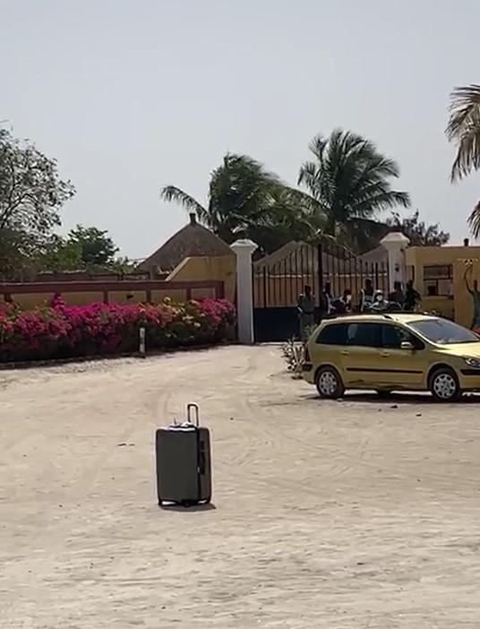 COVID-19 : Les Sénégalais rapatriés des États-Unis et logés au Lac Rose refusent le prolongement de leur mise en quarantaine.