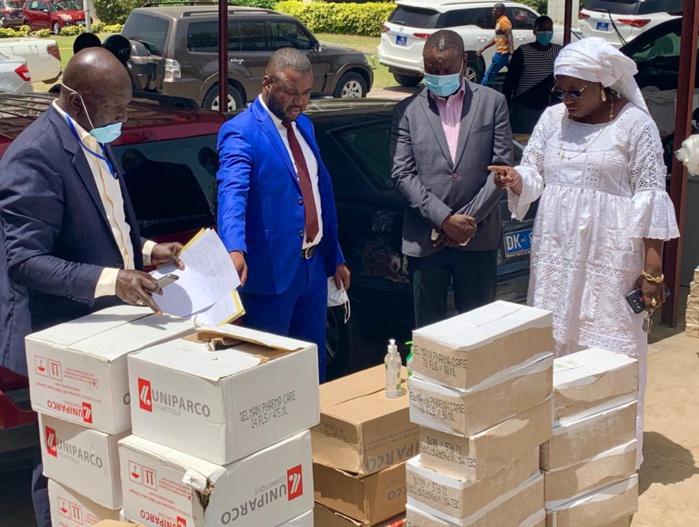Covid19 : la Poste met à la disposition du Ministère de la Santé et de l'Action Sociale 5 000 gants et 200 masques et plus de 1 500 gels hydro-alcooliques