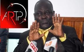 Afin de prouver son innocence, Ndongo Diaw exhibe des documents signés par Wade.
