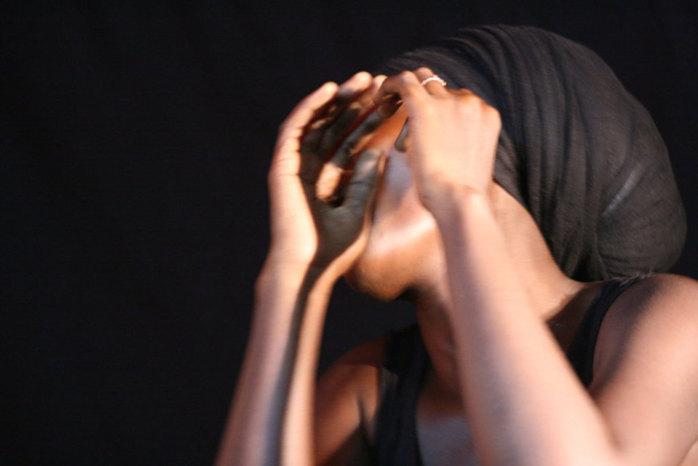 Il la viole au cours d'une séance d'exorcisme