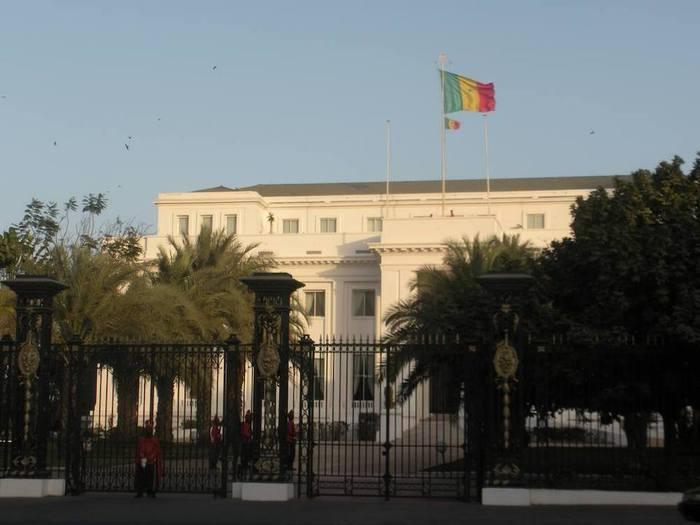 Sénégal: Quelle est cette bande de copains dans le collimateur du palais ? (Par Cheikh Yérim Seck)
