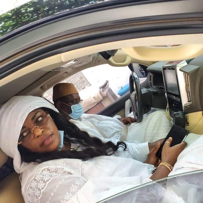 KORITÉ 2020 : Le président Macky Sall au volant, en compagnie de la première dame.