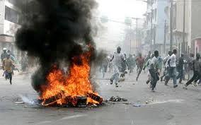 Dernière minute: les jeunes de Keur Mbaye Fall bloquent la nationale 1.