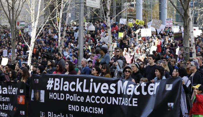 Black Lives Matter et autres manifestations de masse contre le racisme systémique et la brutalité policière : Opinion collective de hauts fonctionnaires africains des Nations Unies (*)