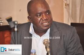 Oumar Sarr révérencieux devant Aminata Touré.