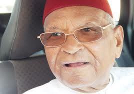 Amadou Makhtar Mbow nommé président d'une commission chargée des institutions de la République.