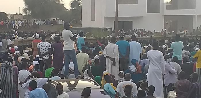 Tivaouane : Le Khalife des Tidianes accompagne son defunt frère Pape Malick Sy jusqu'à sa dernièredemeure à Ndiandakhoune.