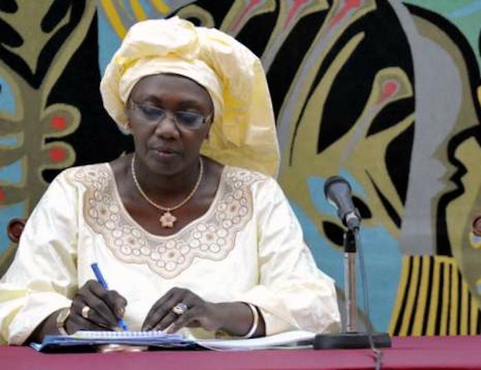 En catimini, Aminata Tall réussit à caser sa fille au F.P.E.