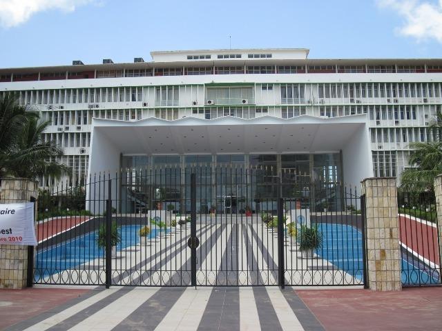 Le Palais et l'Assemblée Nationale, ne sont ils pas les hauts lieux du cannibalisme politique?