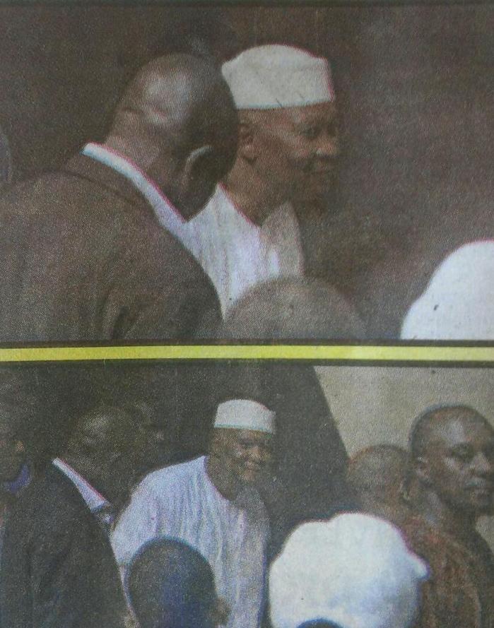Amadou Toumani Touré sortant d'une mosquée (Photos).