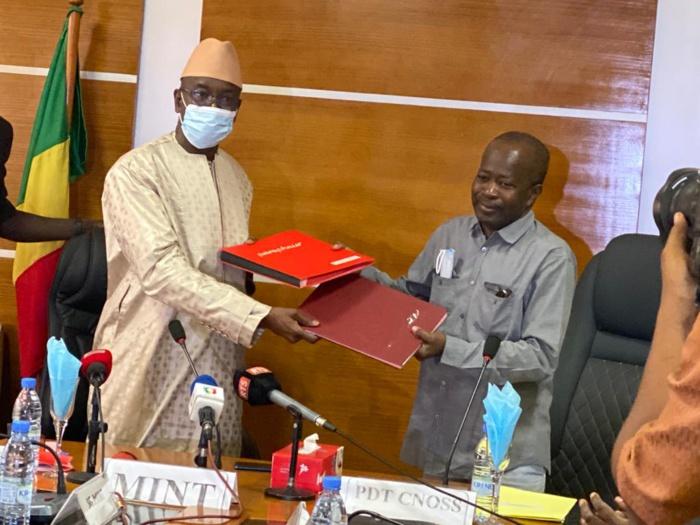 JOJ Dakar2022 / Accord-Cadre : Le président du comité d'organisation, Diagna Ndiaye, et le ministre de l'intérieur, Aly Ngouille Ndiaye sécurisent l'évènement.