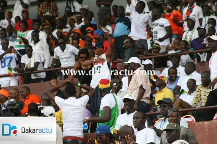 El Hadj Diouf a quitté la tribune officielle juste après le second but des éléphants en proférant des injures.