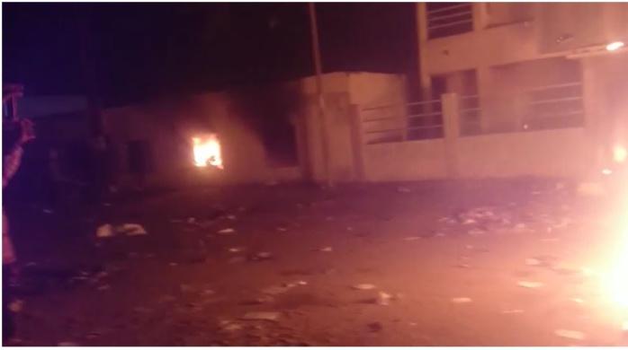 Bisbilles avec la mairie : les marchands ambulants de Keur Massar bloquent la route et saccagent l'institution municipale