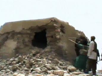 Mali : des islamistes armés détruisent le monument de l'Indépendance à Tombouctou