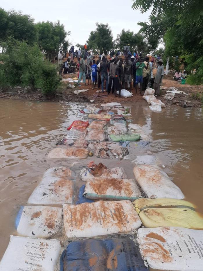 Koungheul / Ida Mouride : Las d'attendre, les villageois réalisent un pont de fortune (Images).