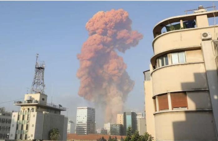 Deux fortes explosions secouent Beyrouth, des dizaines de blessés.