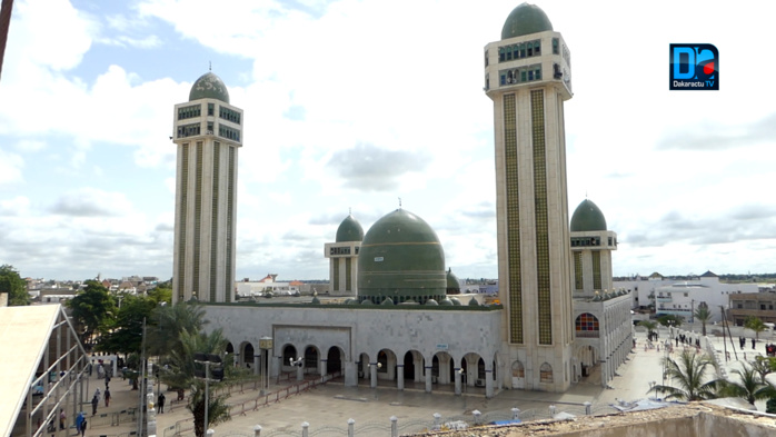 Inhumation du défunt Khalife de Médina Baye : Les fidèles rallient la cité religieuse... Une cinquantaine de badges confectionnée pour la presse (images)