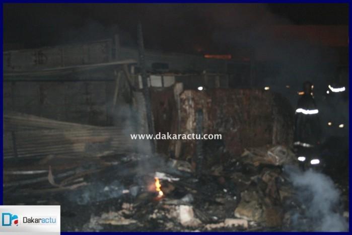 """Incendie au marché """"parc lambaye"""" de Pikine (PHOTOS)"""