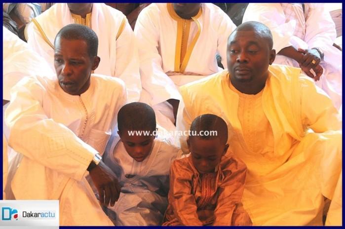 Cheikh Amar, ses enfants et son frère Kader Ndiaye, à la mosquée