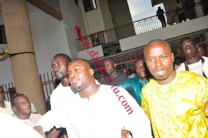 Voici le lutteur Modou Lo et son frère Ibou lo ce matin au tribunal de Thies
