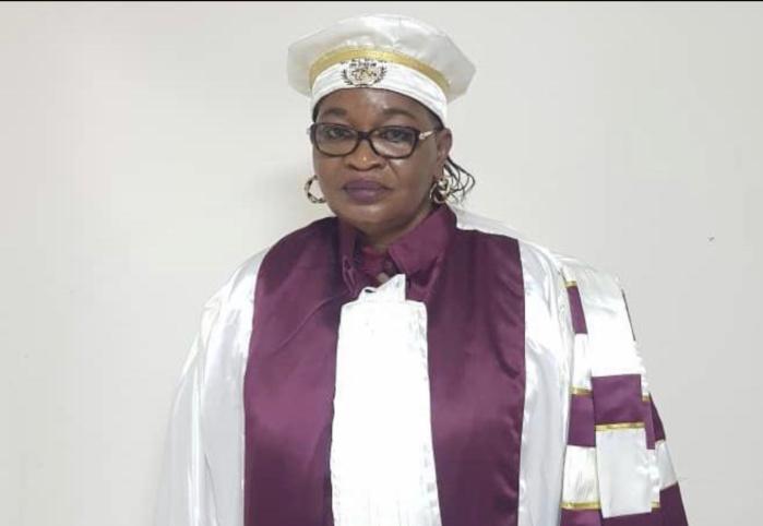 Relations internationales et diplomatie : Aïda Mbodj décroche son doctorat avec mention très honorable.