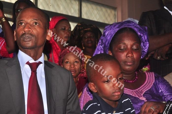 Le nouveau directeur général de la RTS, Racine Talla avec sa femme et son fils