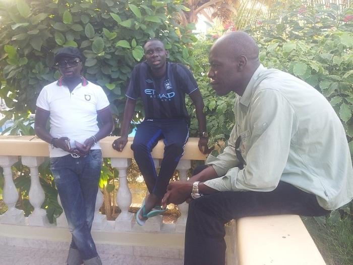 Pape Diouf, Jimmy Mbaye en mode relaxe avec le jet-setteur et homme d'affaires Papiss qui vit à Londres