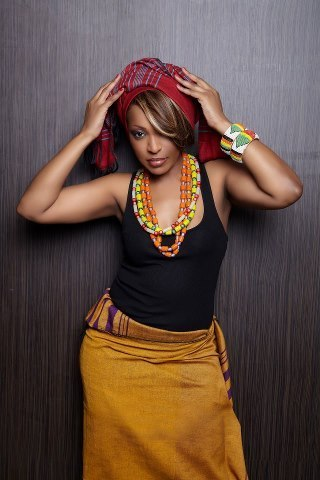 Viviane en mode tenue africaine