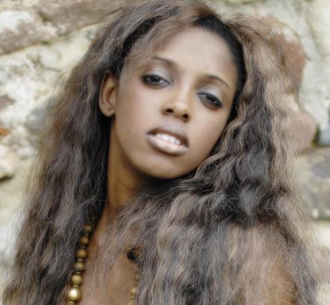 Le top model et candidate à l'élection Miss Senegal Espagne, Kumba Diallo est très sexy