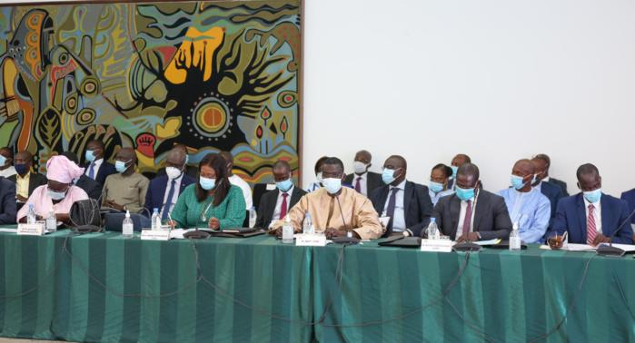 PALAIS : Le président Macky Sall préside un conseil présidentiel sur le logement.