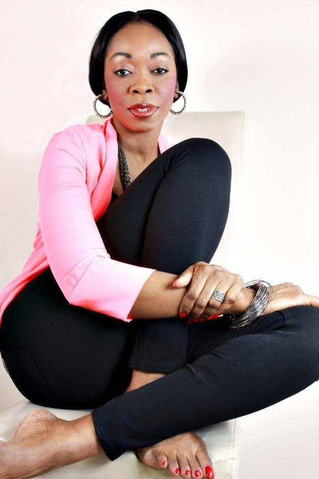 Aby Ndour ne se plaint pas de son statut de célibataire. Elle garde toute sa classe et son teint