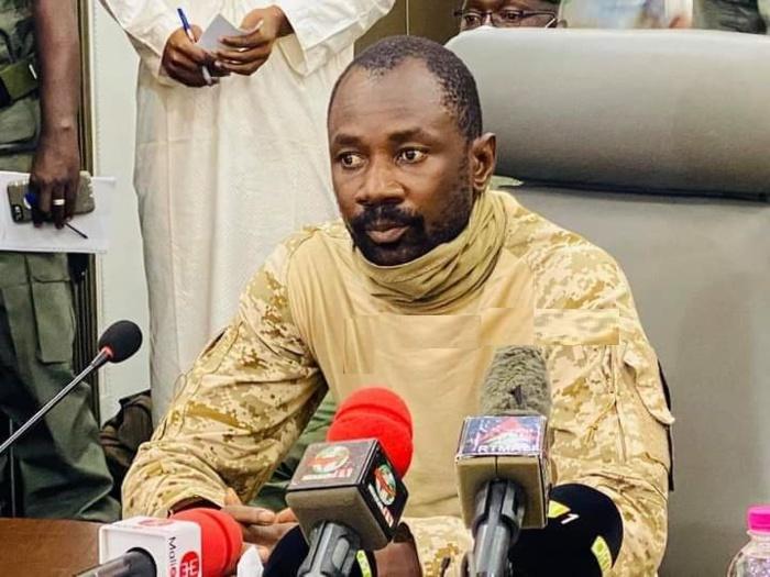 Mali : La junte propose une transition de trois ans dirigée par un militaire.