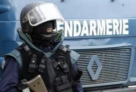 Un courtier arrêté pour vol et usage d'un tampon officiel de gendarmerie.