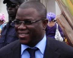 Abdoulaye Baldé venu soutenir Karim Wade devant les locaux de la gendarmerie de Colobane.