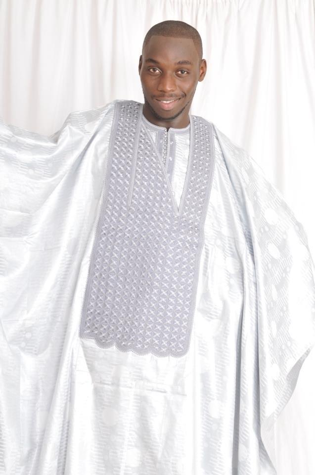 Baye Biya, mannequin professionnel et cadre à Orange, est ici en mode ''ndanane''
